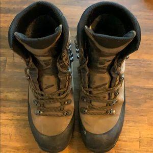 Lowa Tibet Gore-Tex hiking boot 9.5